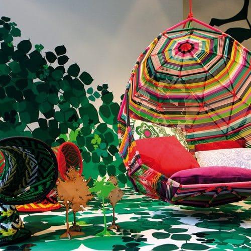 Moroso Tropicalia, Sessel von Patricia Urquiola, 2008 und Touti, Polsterhocker by Patricia Urquiola, 2009